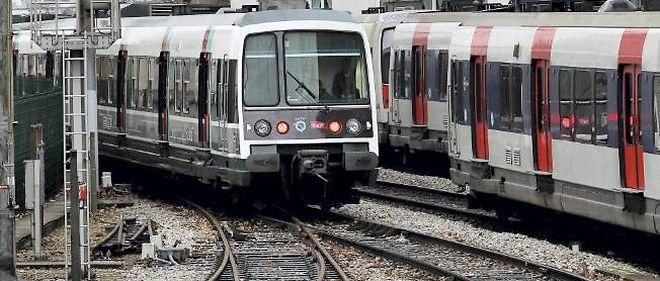 Le trafic du RER était perturbé lundi matin en Ile-de-France.