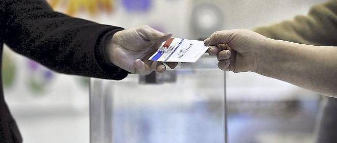 Le débat sur le droit de vote des étrangers non communautaires aux élections locales, promesse de campagne de François Hollande, est relancé au sein même de la majorité.