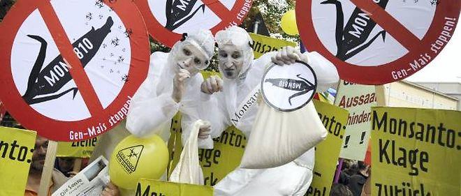 Manifestation contre le maïs Monsanto 810 en Allemagne, en 2009.