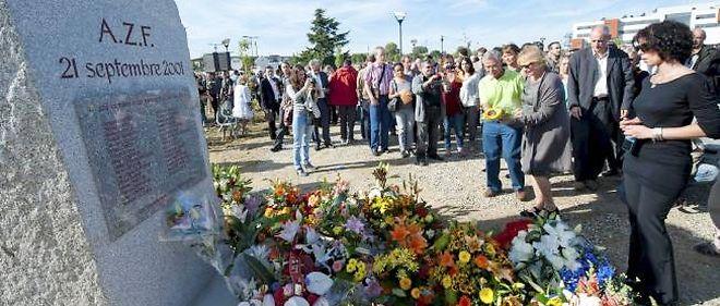 Le drame a fait 31 morts et des milliers de blessés dans la ville, dans la pire catastrophe industrielle connue par la France depuis 1945.