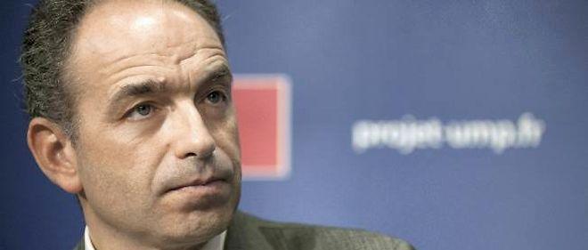 """Jean-François Copé, secrétaire général de l'UMP, a réitéré son exigence d'un """"référendum"""" sur cette question si le gouvernement décide bel et bien de légiférer."""