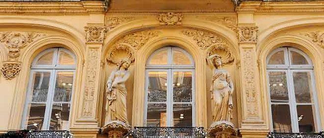 Les décorations signées Virebent, fleurissent sur les façades de Toulouse au 19e siècle.