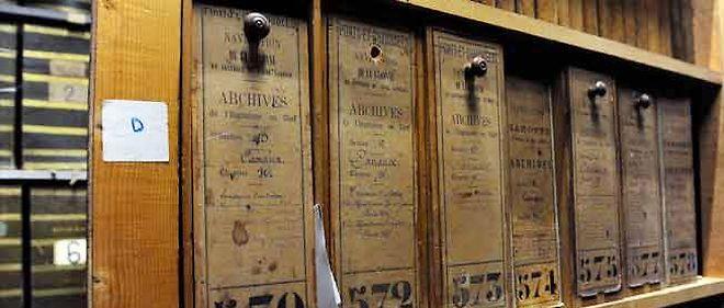 Précieuses boîtes en bois qui assurent la préservation des documents.