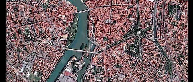 """Le centre-ville de Toulouse, vu par le satellite """"Pléiades""""1A le 3 mai 2012."""