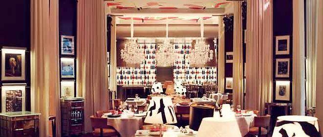 Le restaurant, la Cuisine, du Royal Monceau relooké par Philippe Stark.