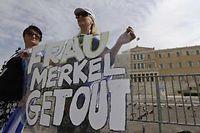 Des milliers de manifestants sont dans les rues d'Athènes mardi pour protester contre la venue de la chancelière allemeande Angela Merkel.