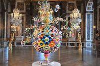 Cette oeuvre de Takashi Murakami a été créée spécialement pour son exposition qui a eu lieu au chateau de Versailles en 2010.