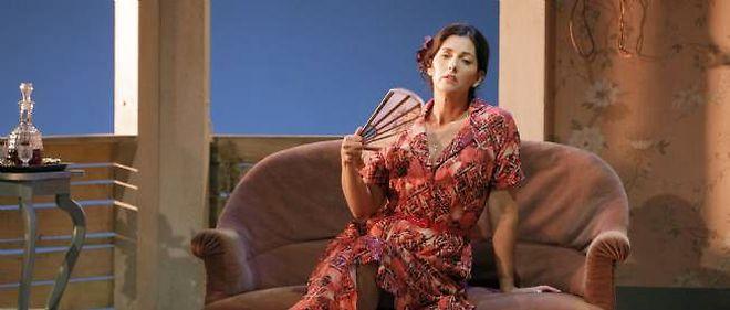 Cristiana Reali déploie toute la palette des émotions pour incarner la Serafina de Tennessee Williams.