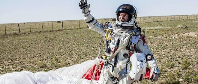 Felix Baumgartner après sa chute libre.
