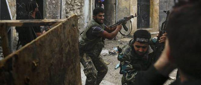 De violents combats ont éclaté vendredi matin autour d'une base de l'armée syrienne, dans la périphérie est de Maaret al-Noomane.