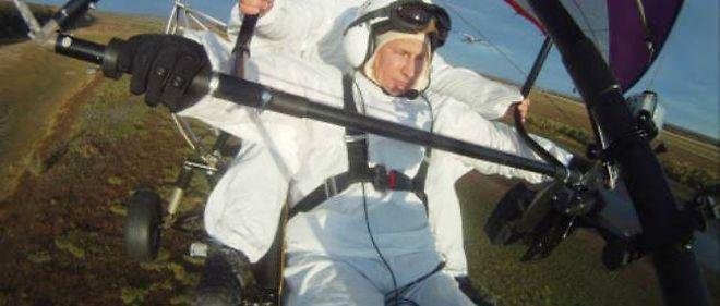 Vladimir Poutine pilote un ULM le 5 septembre dernier pour accompagner les oies de Sibérie dans leur migration.
