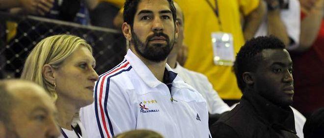 Dès sa réintégration, Nikola Karabatic a été appelé en équipe de France par Claude Onesta, qui l'a d'abord laissé dans les tribunes à Rouen face à la Lituanie (photo).