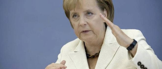 """Angela Merkel estime que l'union économique monétaire a besoin de """"courage"""" et d'""""ambition""""."""