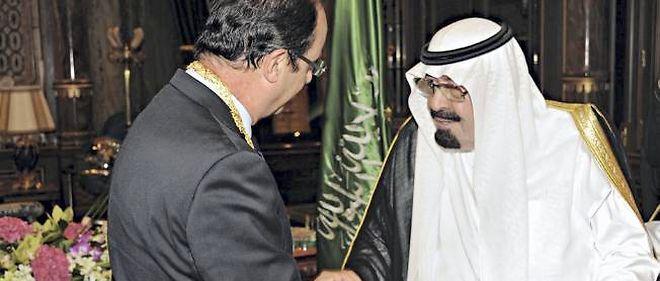 François Hollande, contrairement à David Cameron, n'a pas souhaité aborder la question des contrats d'armement lors de sa visite en Arabie saoudite le 4 novembre.