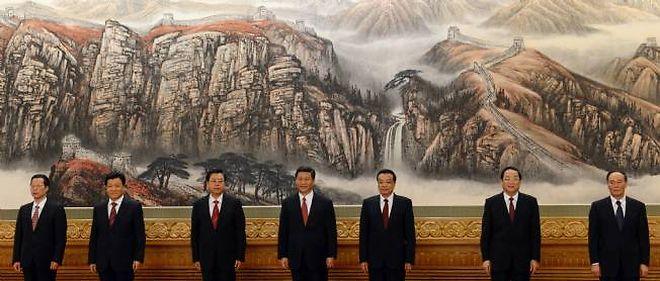 Les sept nouveaux membres du comité permanent du Parti communiste chinois. De gauche à droite : Zhang Gaoli, Liu Yunshan, Zhang Dejiang, Xi Jinping, Li Keqiang, Yu Zhengsheng et Wang Qishan.
