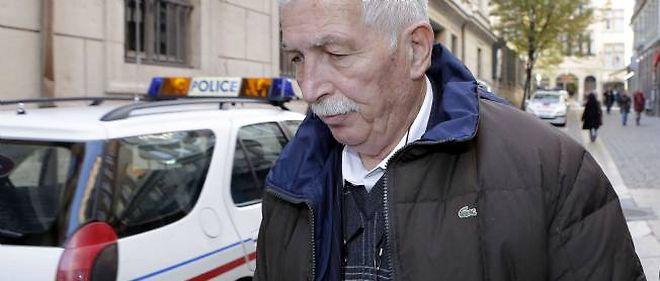 Régis de Camaret, ancien entraîneur de tennis, est accusé du viol de deux joueuses mineures au moment des faits.