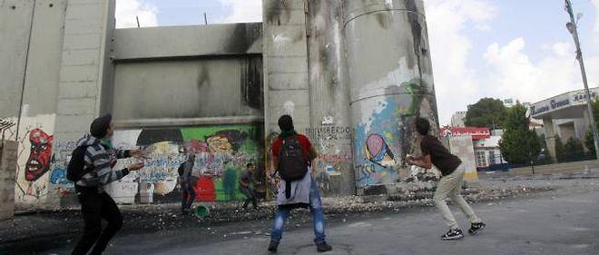 Les bombardements aériens israéliens ont fait plus de 20 morts lundi dans la bande de Gaza, portant à plus de 100 le nombre de tués palestiniens en six jours d'offensive israélienne, selon des sources médicales à Gaza.