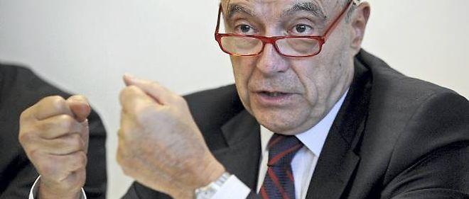 Le maire de Bordeaux Alain Juppé a fixé vendredi plusieurs conditions pour exercer sa médiation entre les deux ennemis Jean-François Copé et François Fillon.