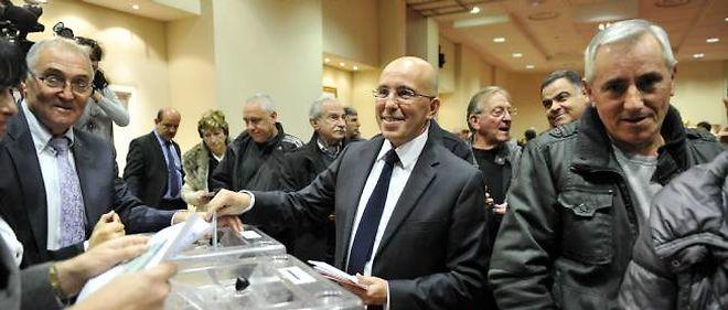 Le directeur de campagne de François Fillon, Éric Ciotti, vote à Nice pour l'élection du président de l'UMP.