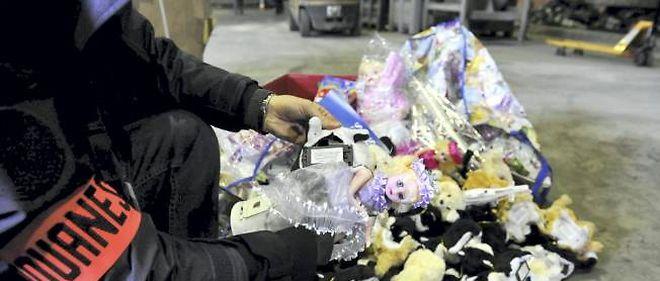 La Direction générale des douanes a détruit mercredi 15 000 jouets importés en contrebande.
