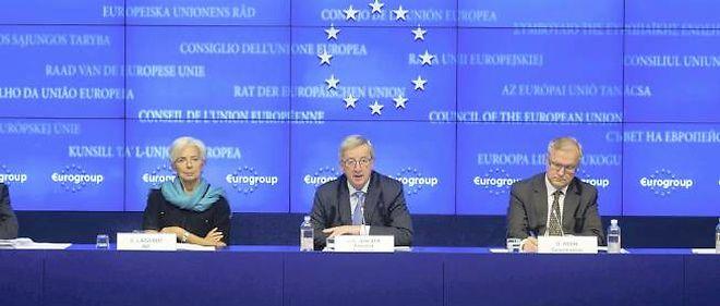 Christine Lagarde, Jean-Claude Juncker, le président de l'Eurogroupe, et Olli Rehn, le commissaire européen aux Affaires économiques, lors de leur conférence de presse, à l'issue de l'Eurogroupe lundi dans la nuit.