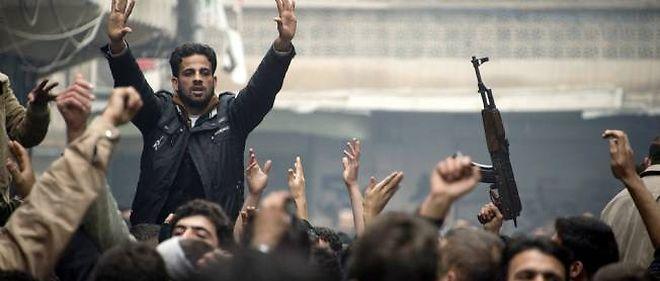 Des rebelles en train de manifester contre le régime de Bachar el-Assad, le vendredi 7 décembre 2012.