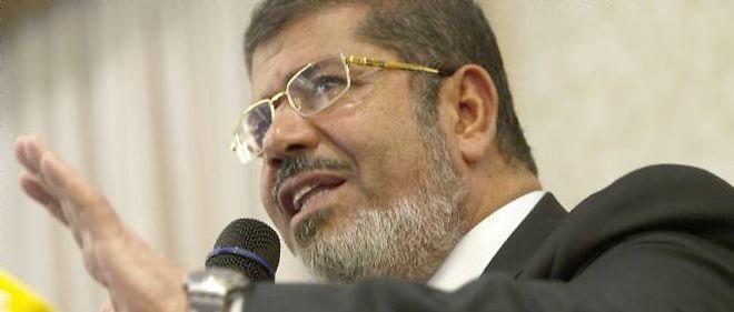 L'islamiste Mohamed Morsi a fait un mauvais calcul en s'octroyant des pouvoirs exceptionnels et en tentant de faire passer une nouvelle Constitution malgré les protestations de l'opposition, estiment des analystes.