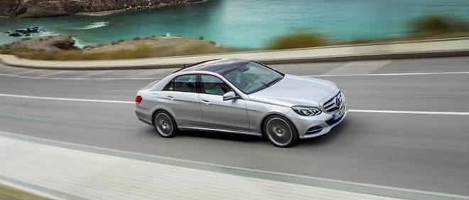 La Mercedes Classe E change de visage, de petits moteurs à essence, et peut désormais voir les piétons.
