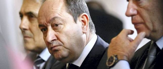 """L'ex-patron du renseignement intérieur Bernard Squarcini reste mis en examen pour """"collecte de données à caractère personnel par un moyen frauduleux, déloyal ou illicite"""", passible de cinq ans d'emprisonnement."""