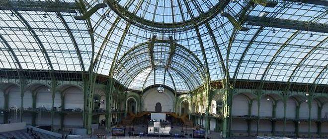 Sous la nef du Grand Palais, à Paris.