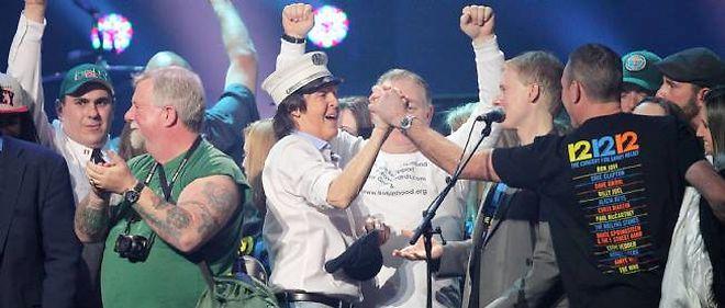 Paul McCartney a joué le rôle de Kurt Cobain lors d'une réunion des membres de Nirvana à l'occasion d'un concert-bénéfice au profit des victimes de la méga-tempête Sandy mercredi soir à New York.