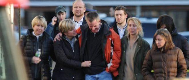 Une famille arrive sur les lieux du drame, le 14 décembre.