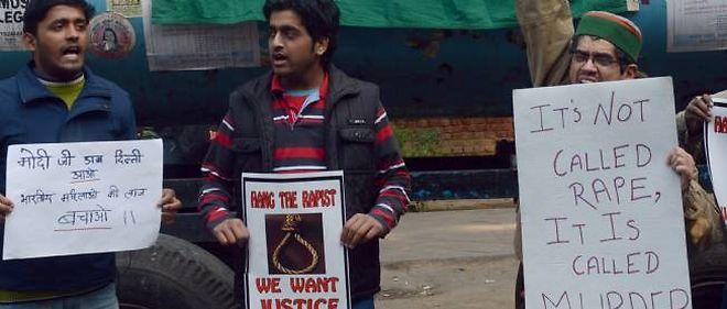 Des manifestations ont éclaté à la suite du viol atroce d'une jeune Indienne dans un bus de la capitale.