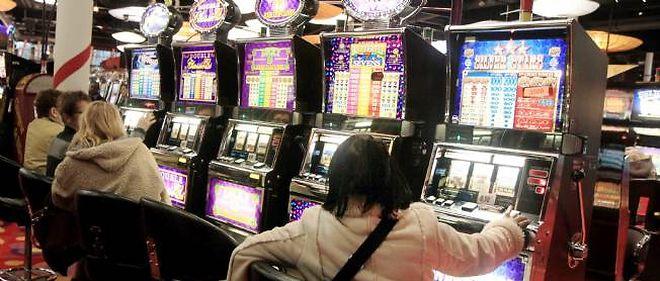 """Les casinos se tournent vers Jean-Marc Ayrault pour lui demander de """"débloquer"""" l'exploitation de nouveaux jeux et un aménagement de leurs horaires."""