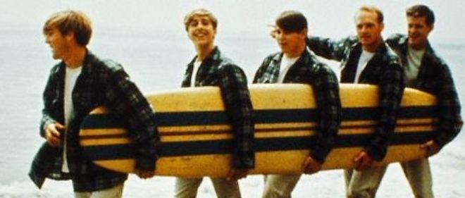 """Avec """"Little Deuce Coupe"""", les Beach Boys signent un nouveau titre à la gloire du hot-rod, né en Californie."""