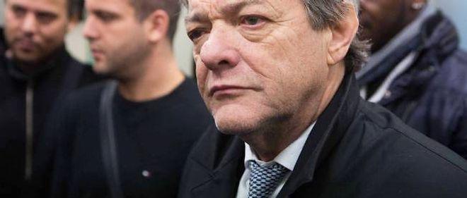 Jean-Louis Borloo lors d'une visite d'une cité à Antony dans le cadre de sa campagne pour les élections législatives.