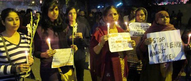 Des milliers de manifestants se sont rassemblés le 29 décembre pour pleurer la mort de la jeune fille violée par six hommes dans un bus à New Delhi.