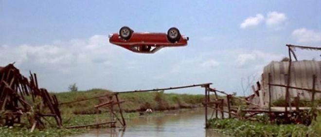 La cascade avec l'AMC Hornet est l'une des plus impressionnantes jamais réalisées dans un James Bond.