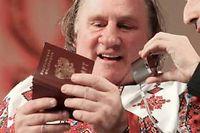 Gérard Depardieu a reçu samedi son tout nouveau passeport russe offert par Vladimir Poutine. ©Julia Chestnova
