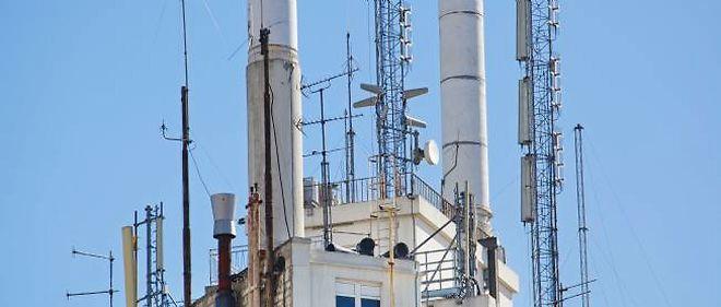 Les antennes de téléphonie mobile entraînent une exposition aux champs électromagnétiques 100 à 100 000 fois plus faible que les téléphones portables.