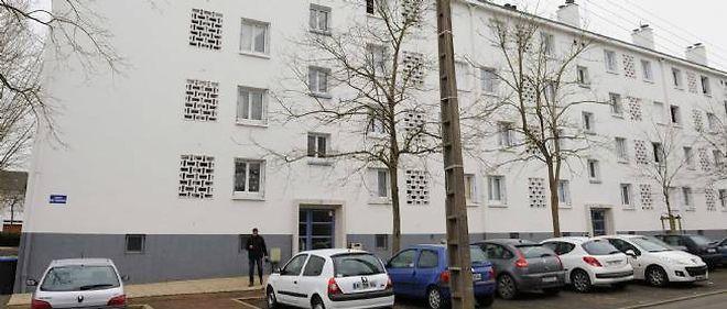 La famille recluse depuis un an vivait dans ce bâtiment.