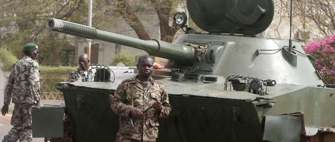 L'armée malienne se mobilise contre les islamistes armés.