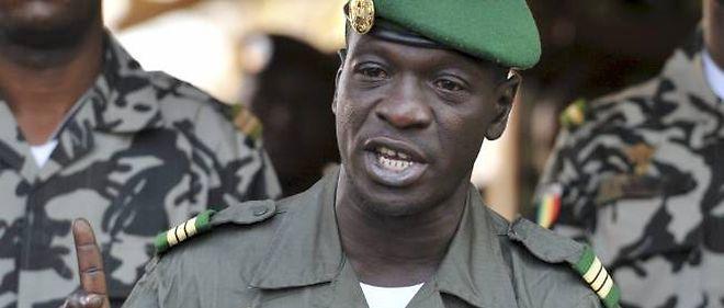 Le capitaine Sanogo estime que la France joue un rôle capital dans le conflit armé, notamment dans le soutien aérien.