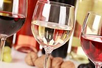 La dégustation des vins de Bourgogne ©Markus Mainka - Fotolia