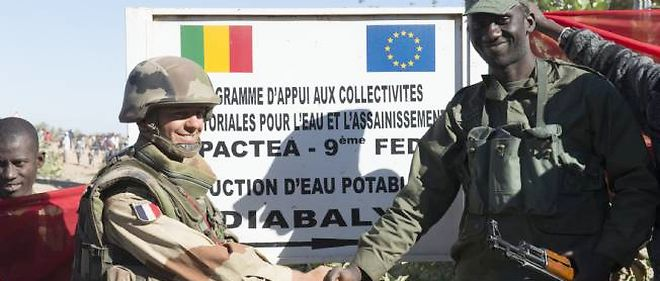 L'armée française a laissé les soldats maliens effectuer des patrouilles à Diabali.