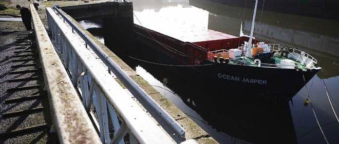 L'Ocean Japser est impliqué dans une collision avec le bateau de pêche breton le Sokalique qui a entraîné la noyade de Bernard Jobard.