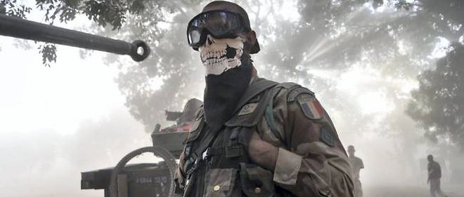 Le soldat qui a masqué son visage d'un foulard à tête de mort est en cours d'identification, selon le porte-parole de l'armée française.