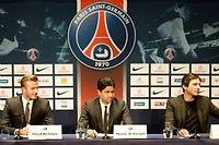David Beckham aux cotés de Nasser Al-Khelaifi, président du PSG, et de Leonadro, le directeur sportif lors de la conférence de presse officialisant sa signature au Paris-SG ©Franck Fife