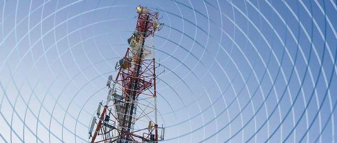 Les antennes-relais et les systèmes de Wi-Fi diffusent des ondes sur la quasi-totalité du territoire. © Jacques Loic / Photononstop / AFP