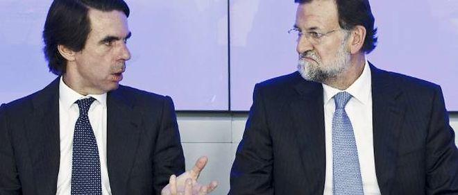 José Maria Aznar (à gauche) et Mariano Rajoy, respectivement ancien et actuel Premier ministre espagnol, sont tous deux éclaboussés par une vaste affaire de corruption.